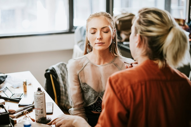 Model sitting down for her makeup Premium Photo
