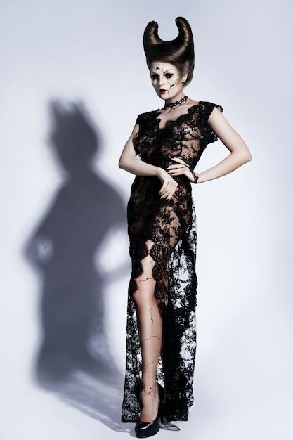 Model in spooky image of a broken doll Premium Photo
