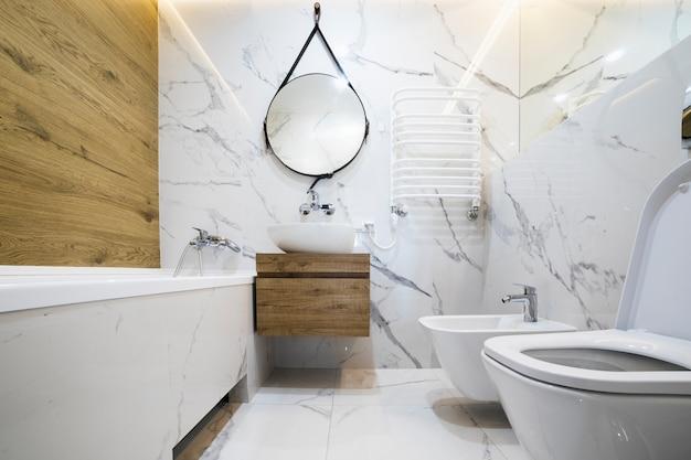 Modern bathroom interior design Premium Photo