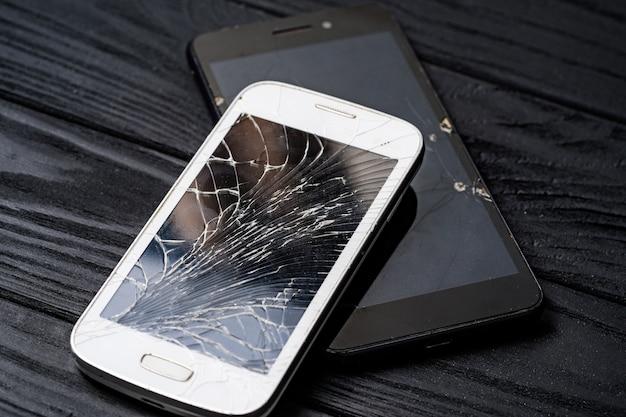 Modern broken mobile phone. smartphone with broken screen Premium Photo