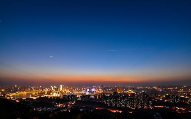 밤에 현대 도시 무료 사진