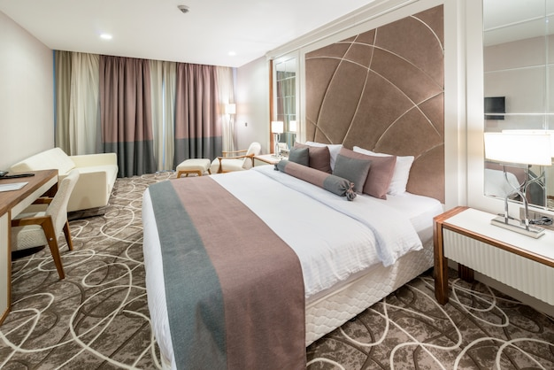Modern hotel room with big bed Premium Photo