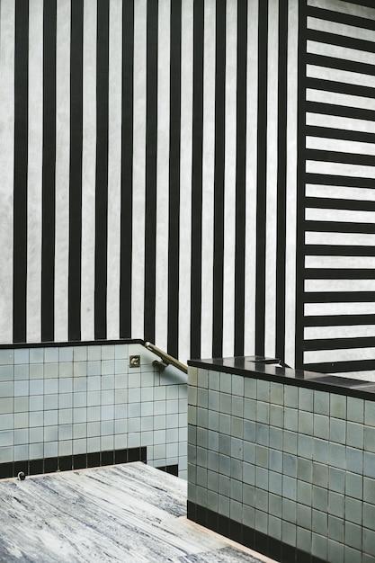 黒と白のストライプのモダンなインテリア 無料写真