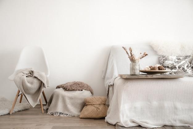 Современный интерьер с предметами для дома. уют и комфорт в доме. Бесплатные Фотографии