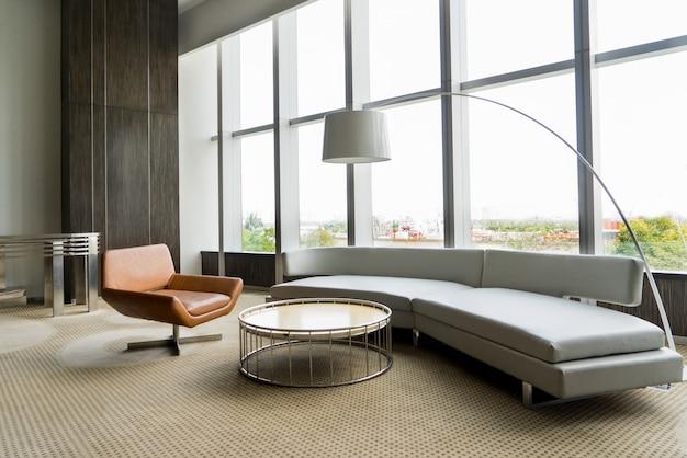사무실 건물에 현대 라운지 룸 인테리어입니다. 무료 사진