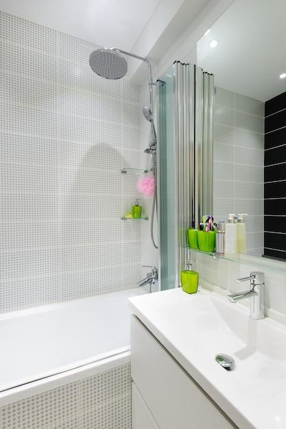 Modern luxury white bathroom interior Premium Photo