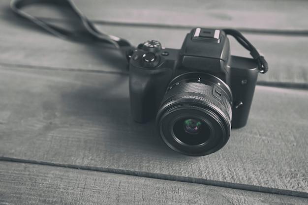 The modern mirrorless camera on the wooden desk Premium Photo