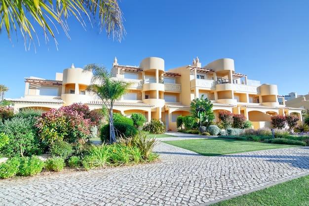 Modern new villa hotel for a holiday with the family. summer. quinta vila boa nova. Premium Photo