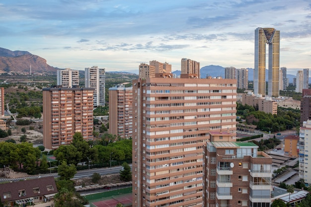 Benidorm, 스페인의 현대적인 고층 빌딩 프리미엄 사진
