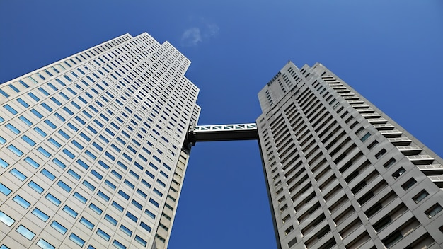 현대식 위층 건물 프리미엄 사진