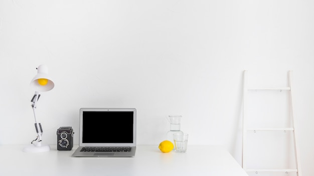 Modern workspace with yellow details Free Photo