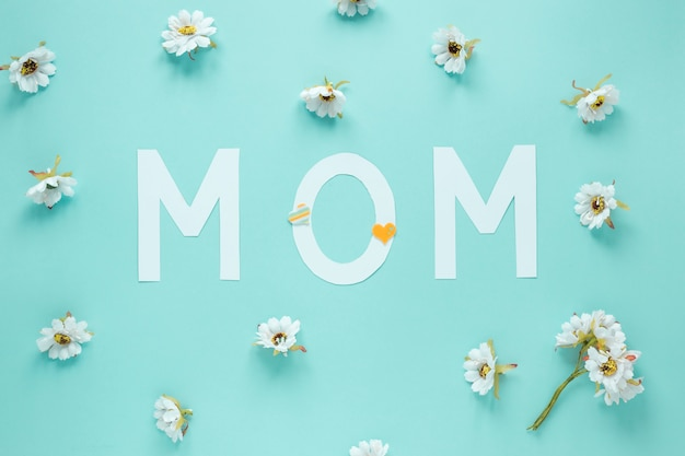 Mom inscription with small white flowers Free Photo
