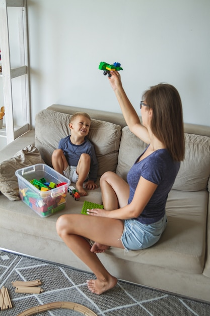 Mom and son playing together, building block toys Premium Photo