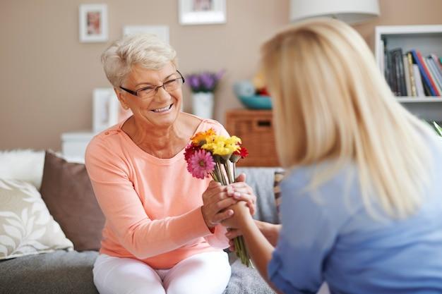 Mamma, questi fiori sono per te Foto Gratuite