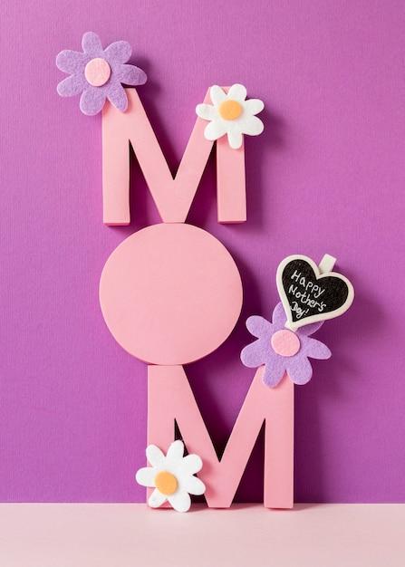 Мама слово с цветочной композицией Бесплатные Фотографии