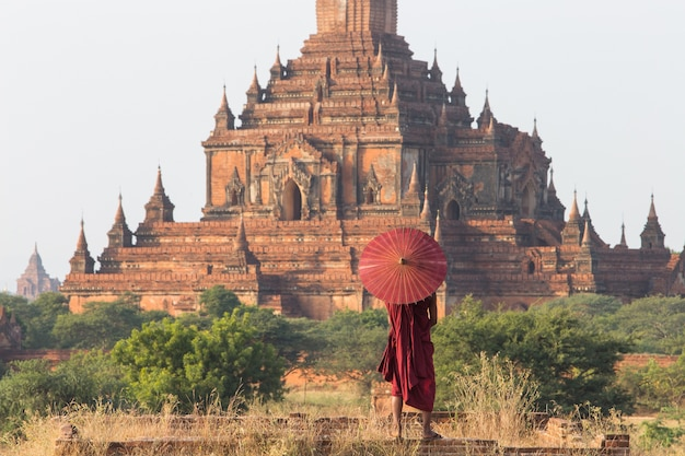 Monk of bagan, myanmar Premium Photo