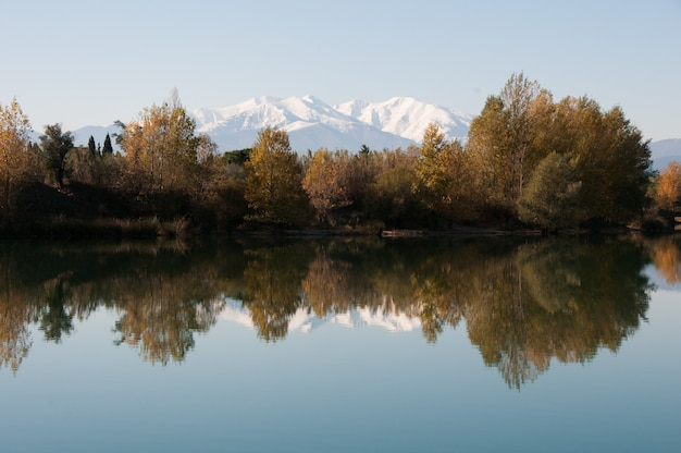 Montains color countryside clear colors quiet Premium Photo