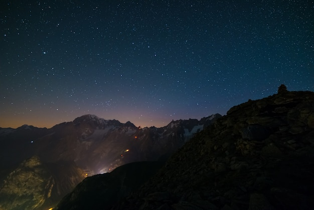Monte bianco (mont blanc) nightscape with starry sky Premium Photo