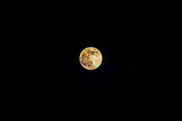 Moon background  the moon is an astronomical body that orbits planet earth Premium Photo