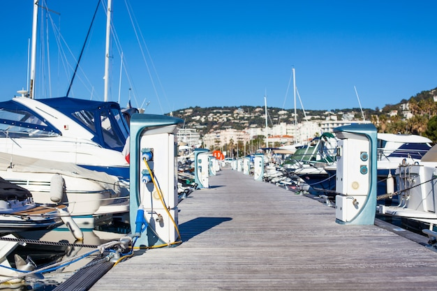 Moored yachts charching with fuel and electricity Premium Photo