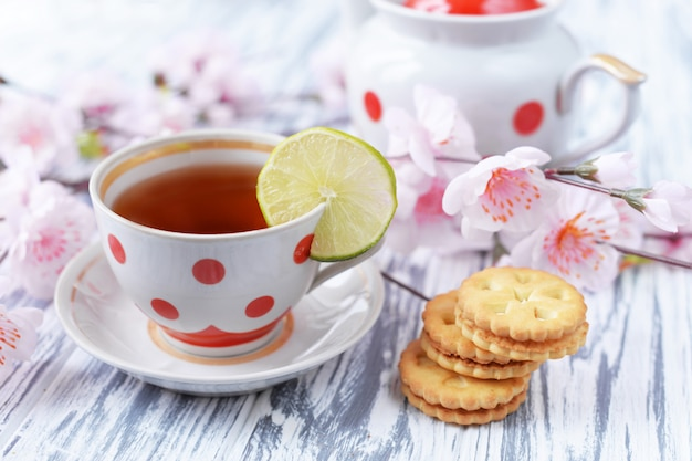 Morning breakfast of tea in a cup of colorful peas with cookies Premium Photo
