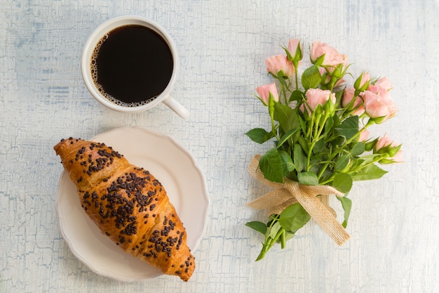 Morning coffee and flowers Premium Photo