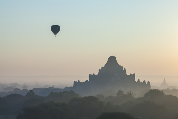 Morning view in bagan, myanmar Premium Photo