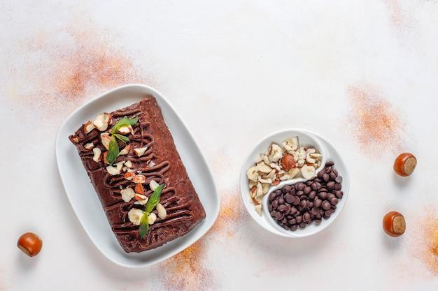 Torta al cioccolato e biscotti a mosaico Foto Gratuite