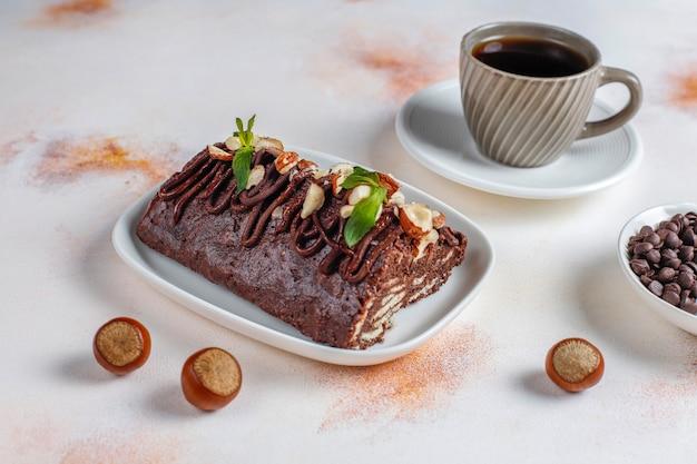 Torta al cioccolato e biscotto a mosaico Foto Gratuite