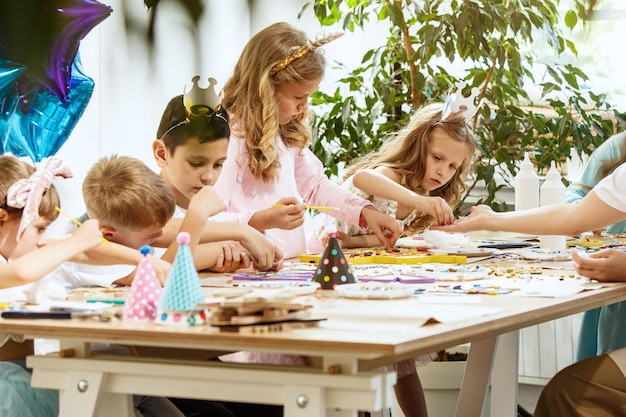 Arte puzzle mosaico per bambini, gioco creativo per bambini. Foto Gratuite