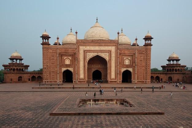 Mosque of the taj mahal Premium Photo