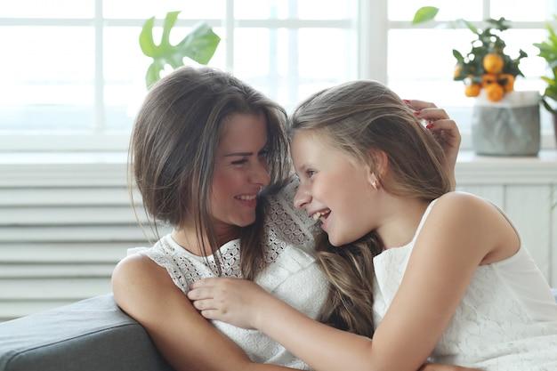 母と娘の自宅 無料写真