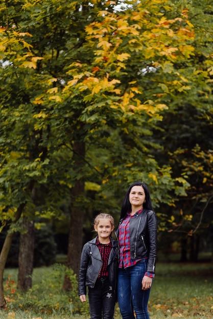 公園の母と娘 無料写真