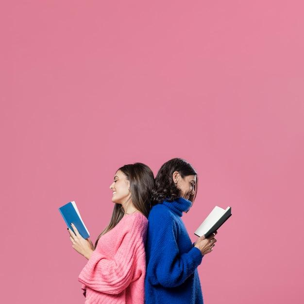 母と娘の読書 無料写真