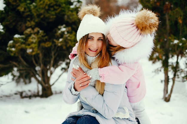 Mother and daughter in a winter park Free Photo