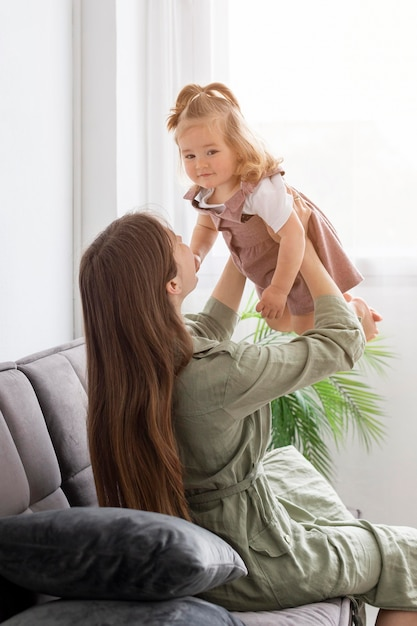彼女の娘を持つお母さん 無料写真