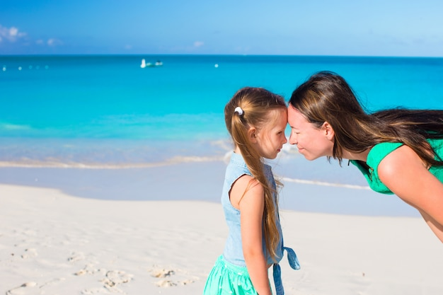 Mother and little girl have fun on summer vacation Premium Photo