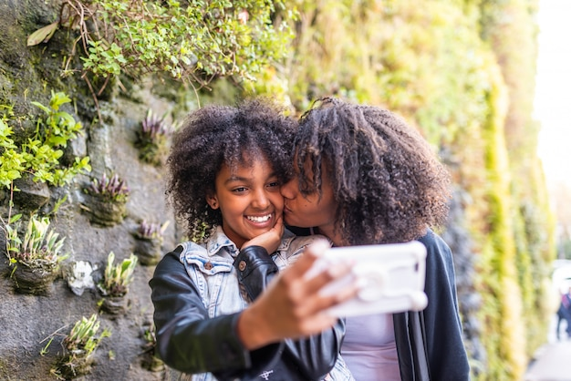 Mother taking a selfie with daughter Premium Photo