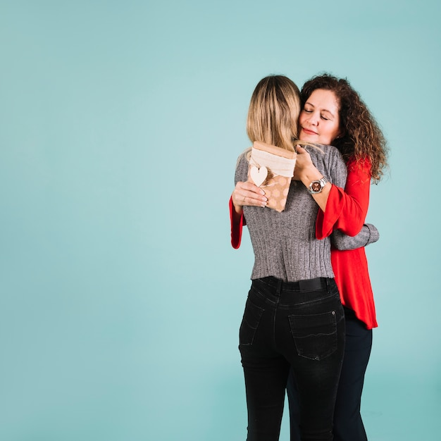 Mother thanking daughter for gift Free Photo