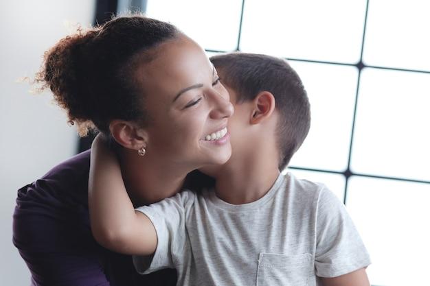 Madre con figlio Foto Gratuite