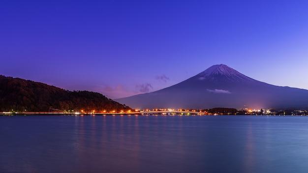 Mount fuji at lake kawaguchiko in early night. Premium Photo