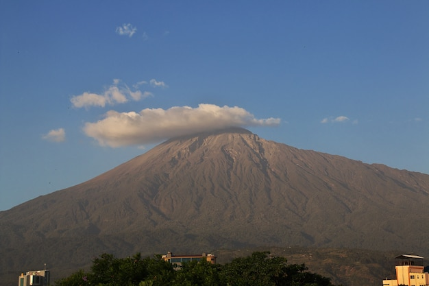Mountain in arusha city, tanzania Premium Photo