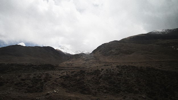 Mountain peak and clear sky with some cloud Premium Photo