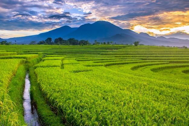 Mountain range with morning Premium Photo