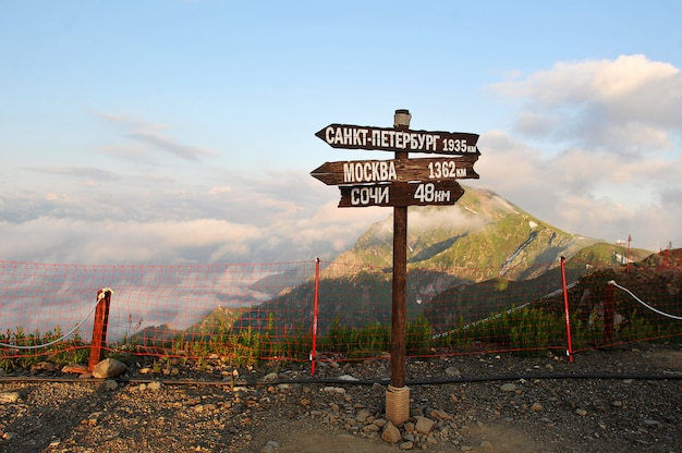 Mountain views from the top of the mountain and milepost distances to cities of russia Premium Photo