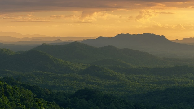 Mountain with warm light Premium Photo
