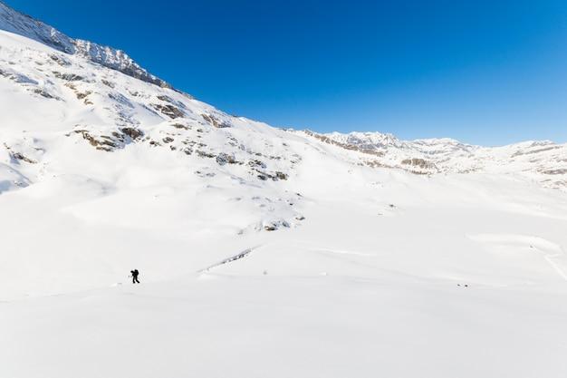 Mountaineering towards the mountain top Premium Photo