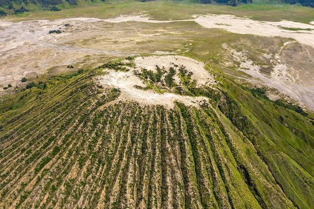 Горный пейзаж с кратером вулкана Бесплатные Фотографии