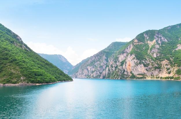 山と海 Premium写真