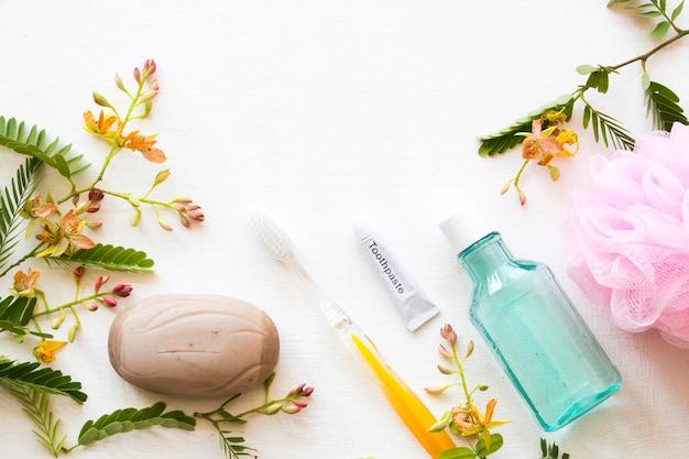 ヘルスケア口腔用のうがい薬およびタマリンドハーブ石鹸 Premium写真